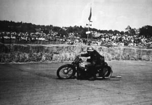 Motortävling på Skarpnäckfältet