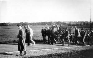 1933, midsommarförberedelse