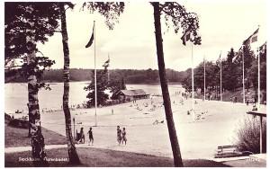 Flaten, sandplagen, ditfraktad på 1930-talet, och påfylld varje år.