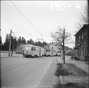 Linje 8 i korsningen Tyresövägen–Sockenvägen, 1950.
